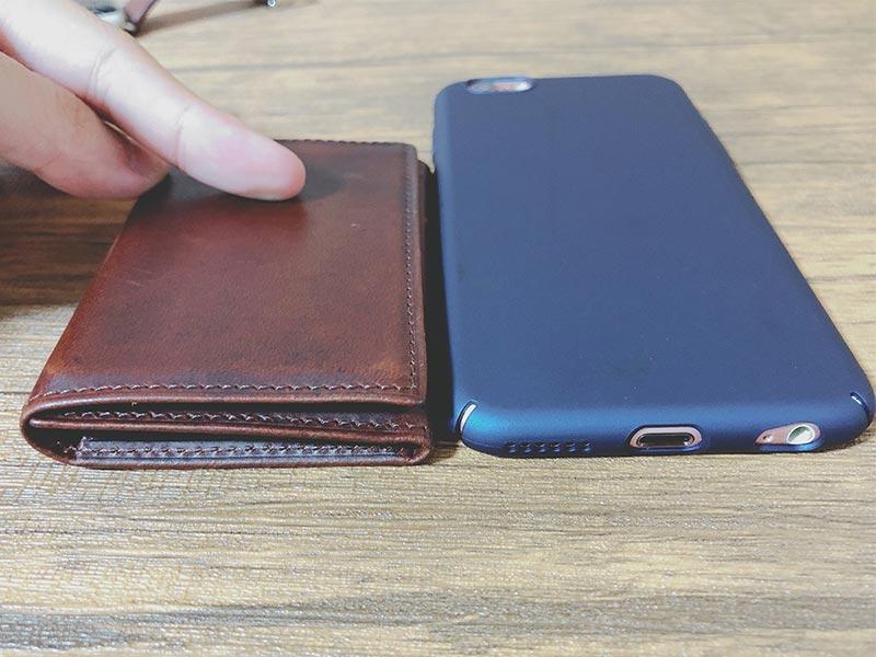 """iphoneとPRESSoの厚さ比較"""