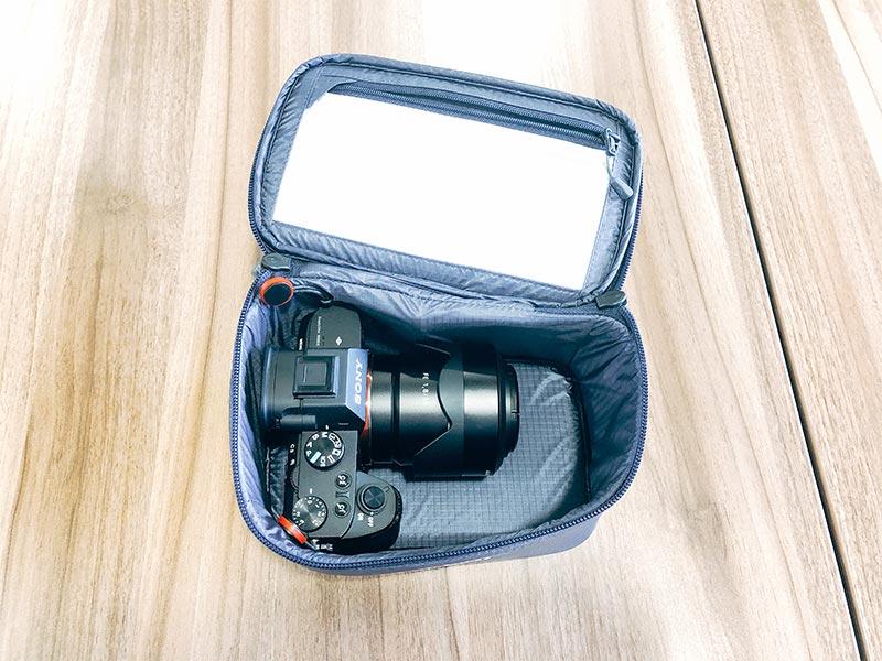 モンベル(mont-bell)のインバーバッグにカメラを収納した写真