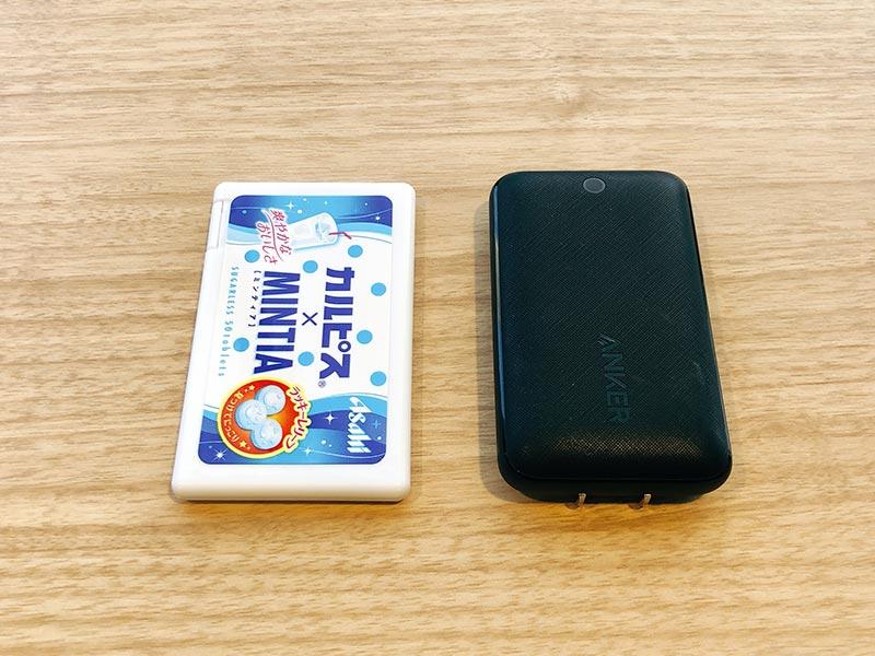 ミンティアと充電器のサイズ比較画像