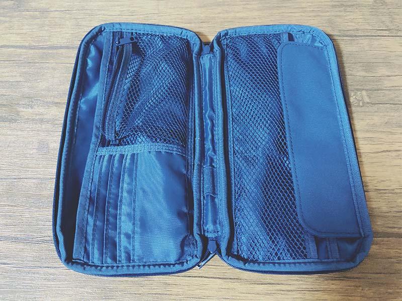 ポリエステルパスポートケースの内観の写真