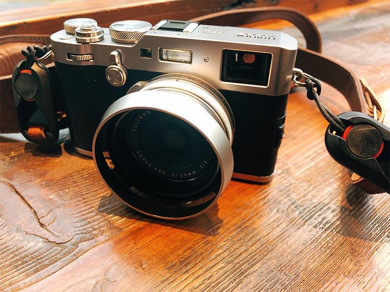 アクセサリーを装着したX100Fの写真
