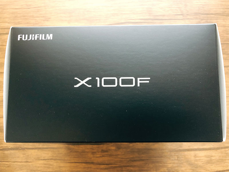 X100Fの外箱の写真