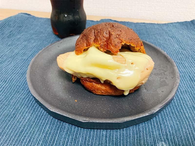 チーズサラダチキンバーガーの写真