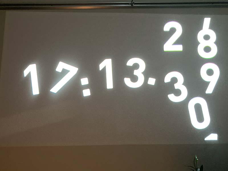 「popIn Aladdin 2」の壁時計の使用写真
