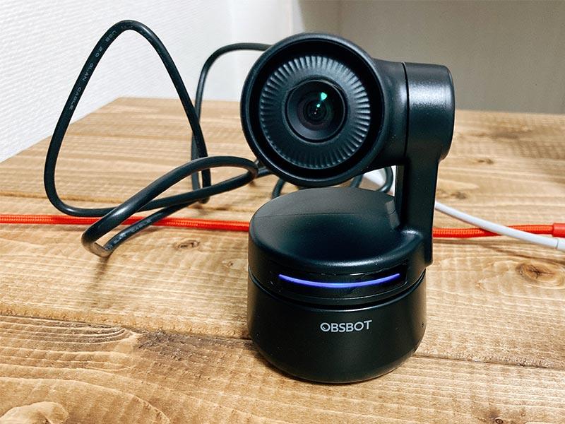 青色に光る「OBSBOT Tiny」の写真
