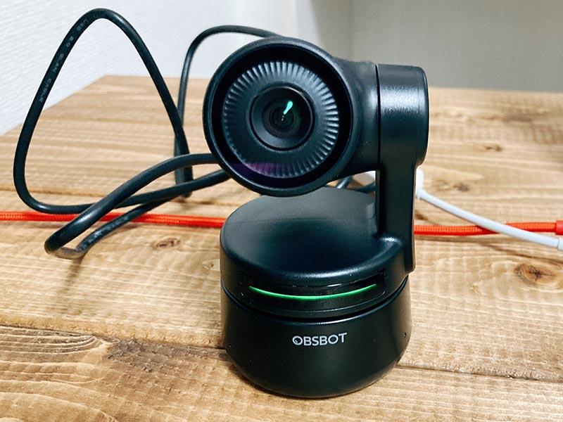 緑色に光る「OBSBOT Tiny」の写真