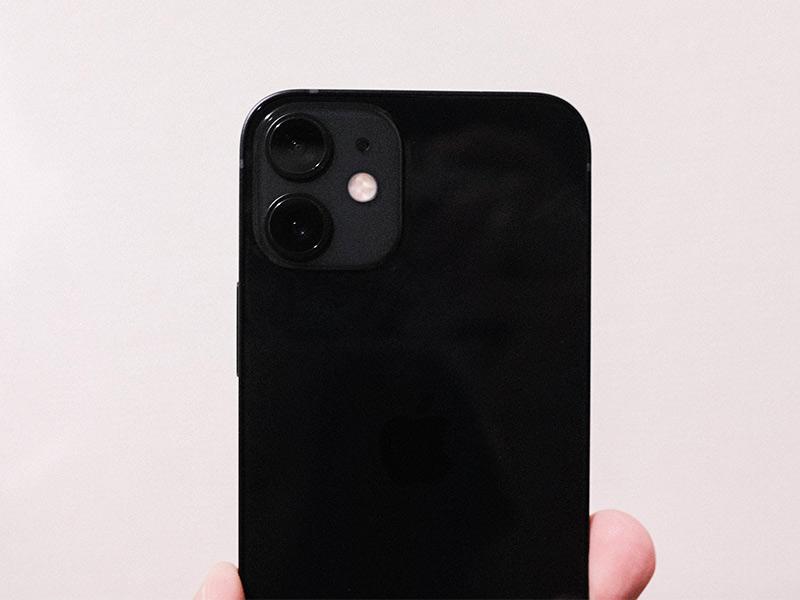 iPhone 12 miniのレンズの写真