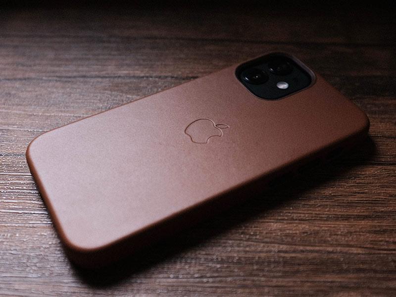 Apple純正レザーケースの写真