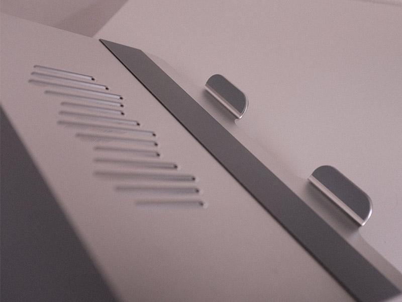 EPN ノートパソコンスタンドの爪の裏側を撮影した写真
