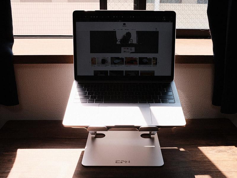 「EPN ノートパソコンスタンド」を使っている写真