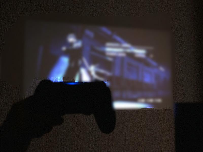 「HORIZON Pro」でゲームをしている写真