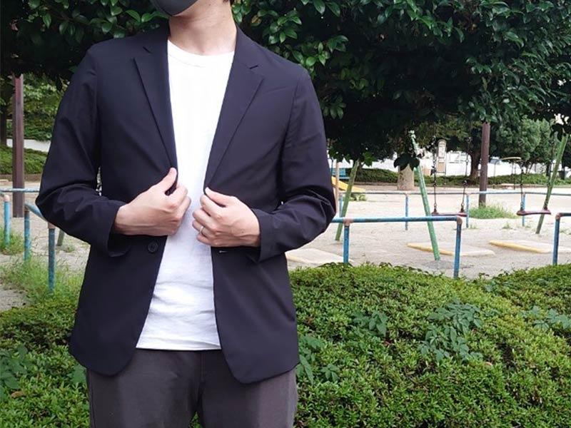 UNIQLO × Theoryコラボ 感動ジャケットを着用した写真
