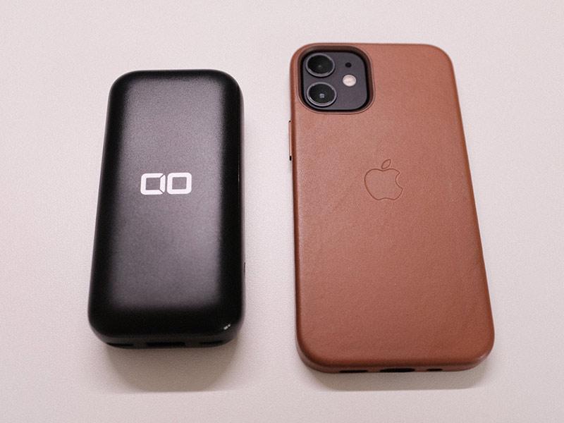 「CIO-MB20W-10000」とiPhone 12 miniのサイズ比較
