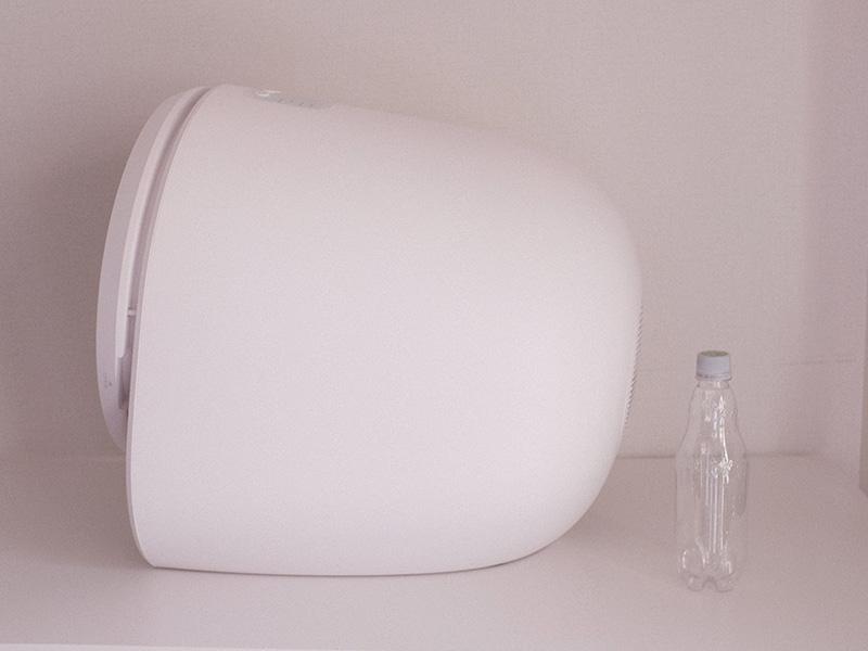 「Morus Zero」とペットボトルのサイズ比較の写真