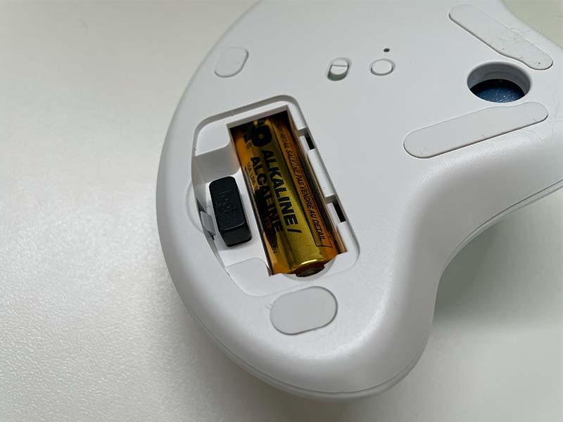 USBレシーバの格納部の写真