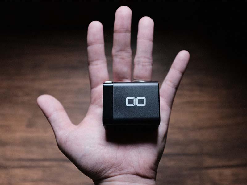 「CIO-G65W1C」 を手のひらに載せた写真