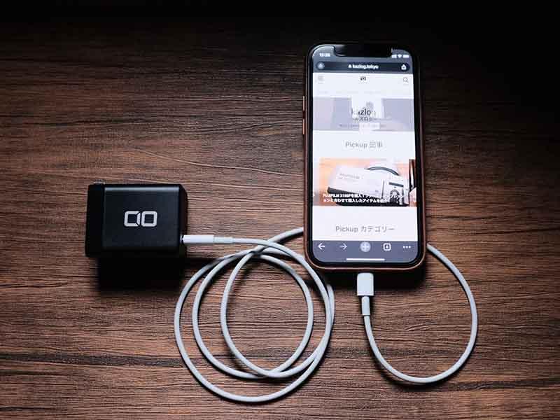 「CIO-G65W1C」でiPhoneを充電する写真