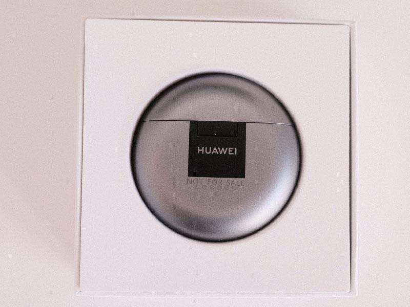 梱包されたHUAWEI FreeBuds 4の写真