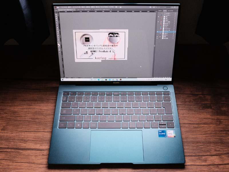 HUAWEI MateBook X Pro(2021)でバナー作成をしている写真