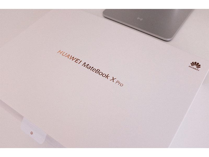 HUAWEI MateBook X Pro(2021)の外箱の写真