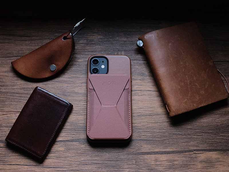 MOFTと革製品の写真