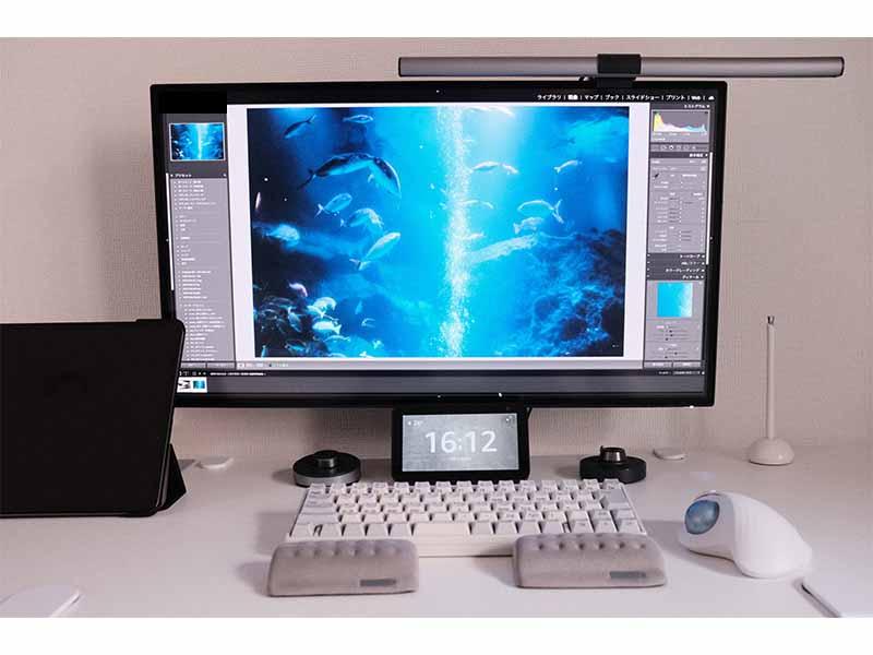PD2725Uで写真の現像作業をしている画像