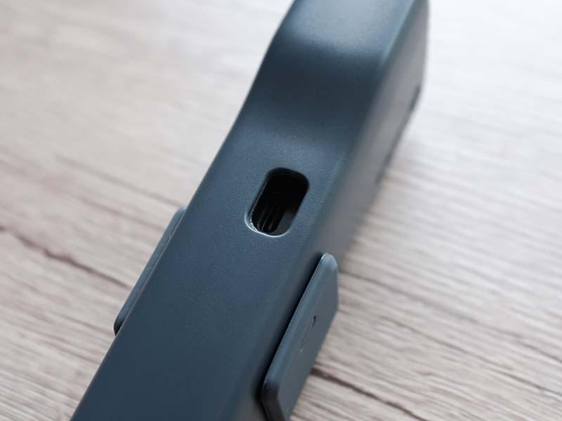 Feiyu Pocket 2のケースの充電用の穴の写真