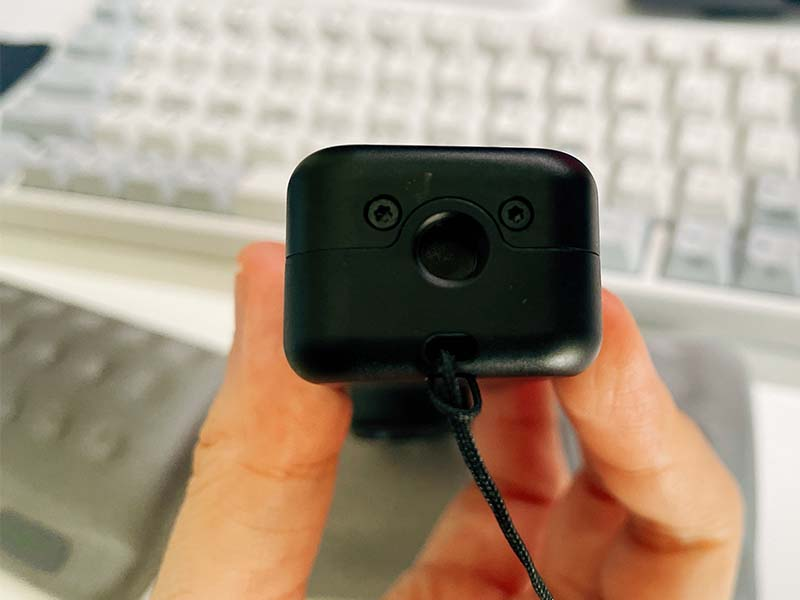 Feiyu Pocket 2の底面の三脚穴の写真