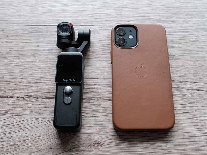 Feiyu Pocket 2とiPhone 12 minのサイズ比較画像